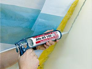 Dampfsperre wird mit 100 Alfa DS 100 Folienkleber an Mauerwerk befestigt
